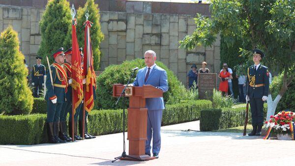 Президент Республики Молдова Игорь Додон во время мероприятий посвященных празднованию 75-летия освобождения Молдавии от фашистской оккупации