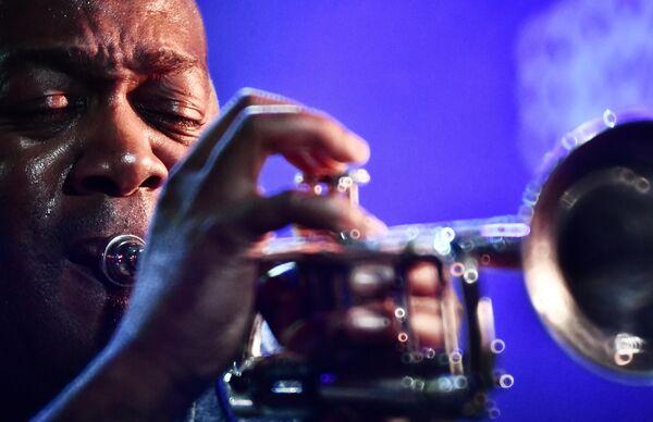 Трубач Тэд Вилсон (США) выступает на 17-м международном музыкальном фестивале Koktebel Jazz Party в Крыму