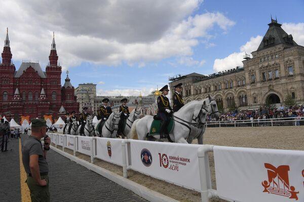 Благотворительное мероприятие для детей-инвалидов в конном манеже на фестивале Спасская башня