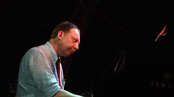Музыкант Яков Окунь во время выступления на 17-м международном музыкальном фестивале Koktebel Jazz Party в Крыму.