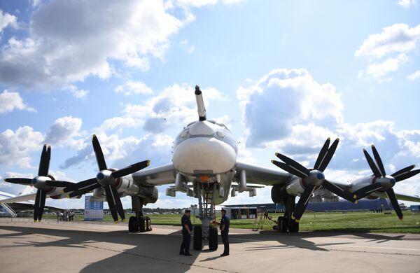 Советский стратегический ракетоносец Ту-95МС на Международном авиационно-космическом салоне МАКС-2019 в подмосковном Жуковском