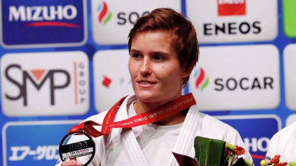 Российская дзюдоистка Наталья Кузютина с медалью чемпионата мира