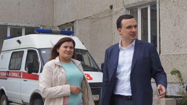 Ирина Козлова с депутатом Дмитрием Иониным, к которому она обратилась за помощью