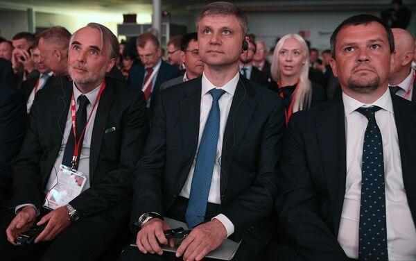 Председатель правления ОАО Российские железные дороги Олег Белозеров на ЭКСПО 1520