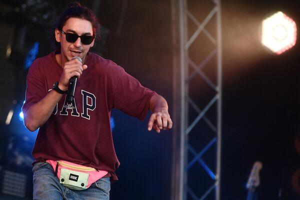 Музыкант Евгений Дидур выступает на фестивале Rap Koktebel в Крыму