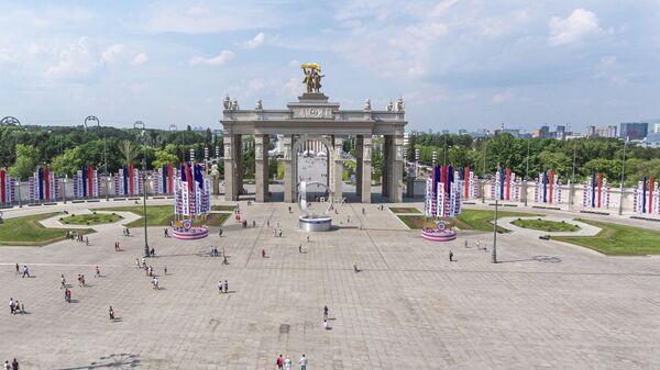 Праздничные конструкции ко Дню города в Москве