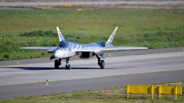 Подготовка к МеждуМногофункциональный истребитель Су-57 на полигоне во время подготовки к открытию Международного авиационно-космического салона МАКС-2019народному авиационно-космическому салону МАКС-2019