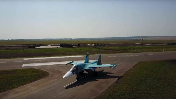 Посадка Су-34 и Ан-26 на строящуюся автомагистраль