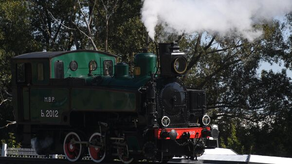 Паровоз серии Ь (Ерь) во время парада паровозов на международном железнодорожном салоне PRO//Движение.Экспо