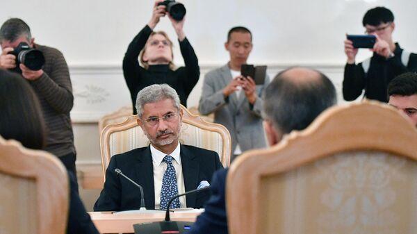 Министр иностранных дел Индии Субраманиам Джайшанкар во время встречи в Москве с министром иностранных дел РФ Сергеем Лавровым