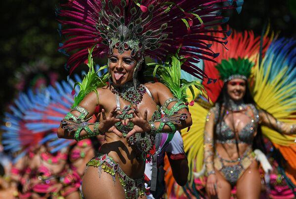 Участница карнавала в Ноттинг-Хилле