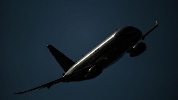 Самолет Сухой Суперджет SSJ100