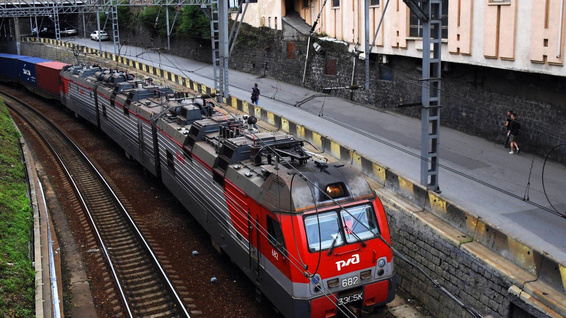 Прибытие грузового поезда к станции Владивосток - РИА Новости, 1920, 05.06.2021