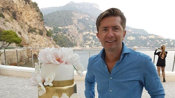 Александр и торт на свадьбу, возле Монако