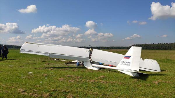 Последствия крушения самолета под деревней Минино Клинского района Московской области
