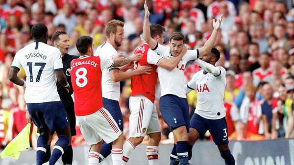 Потасовка между футболистами Арсенала и Тоттенхэма