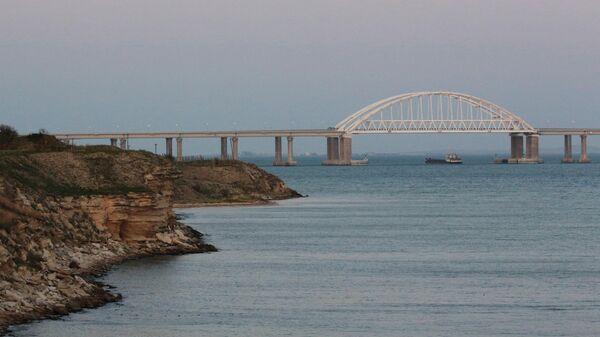 Крымский мост в Керченском проливе