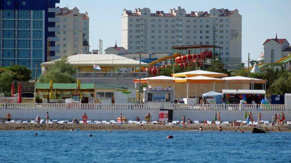 На одном из пляжей города Севастополя