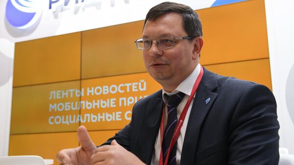 Ректор Дальневосточного федерального университета (ДВФУ) Никита Анисимов во время интервью на стенде Международного информационного агентства (МИА) Россия сегодня на V Восточном экономическом форуме во Владивостоке