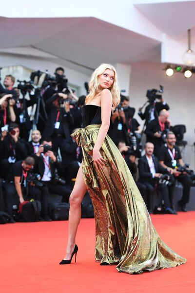 Модель Эльза Хоск на красной дорожке премьеры фильма Брачная история в рамках 76-го Венецианского международного кинофестиваля