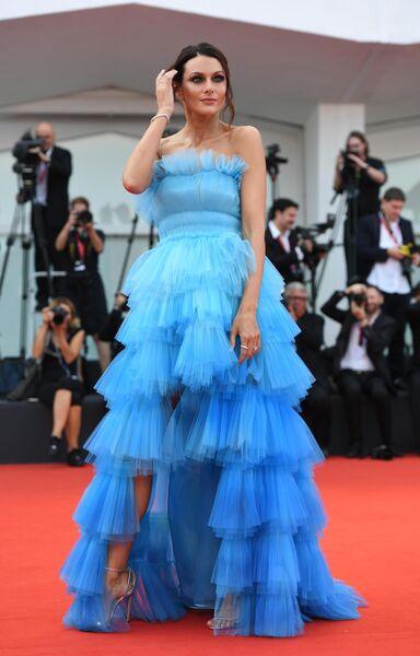 Модель Паола Турани на красной дорожке премьеры фильма Брачная история в рамках 76-го Венецианского международного кинофестиваля