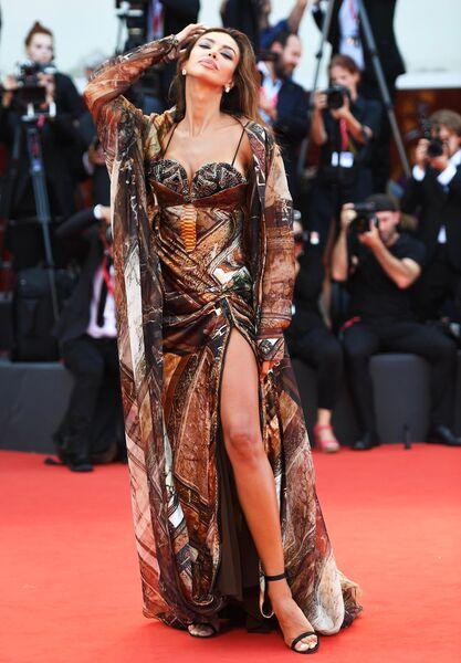 Итальянская модель и актриса Мадалина Диана Генея на красной дорожке 76-го Венецианского международного кинофестиваля