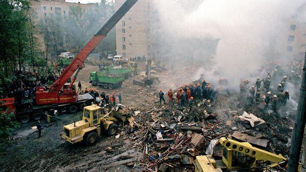 Работы по расчистке завалов на месте взрыва жилого дома на Каширском шоссе в Москве