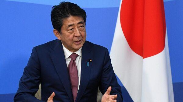 Премьер-министр Японии Синдзо Абэ во время встречи с президентом РФ Владимиром Путиным на полях Восточного экономического форума – 2019