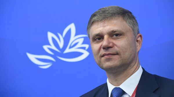 Председатель правления ОАО Российские железные дороги Олег Белозеров на сессии в рамках V Восточного экономического форума во Владивостоке