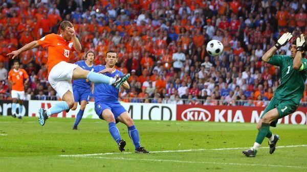 Уэсли Снейдер забивает Италии на ЕВРО-2008