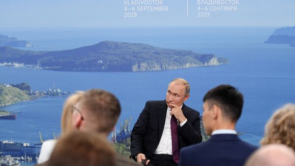 Президент РФ Владимир Путин проводит встречу с представителями общественности по вопросам развития Дальнего Востока