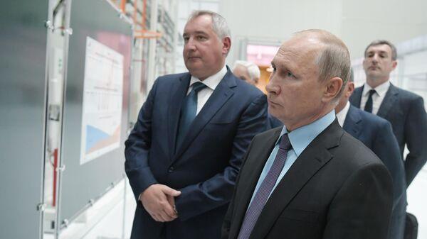 Президент РФ Владимир Путин во время посещения космодрома Восточный