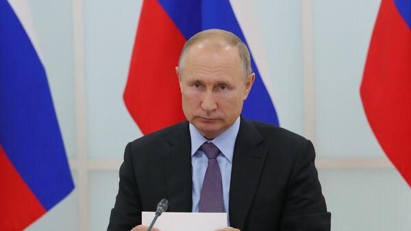 Президент РФ Владимир Путин проводит совещание по вопросам развития инфраструктуры космодрома Восточный