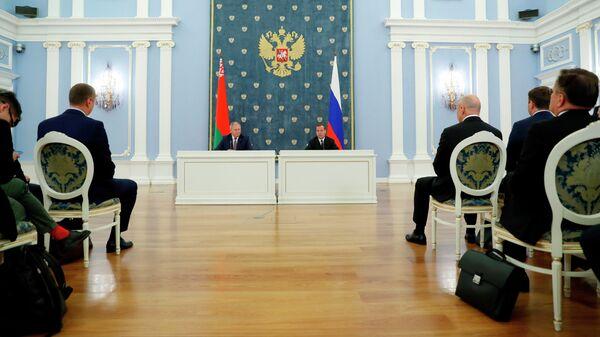 Медведев назвал сроки подготовки документов по интеграции с Белоруссией