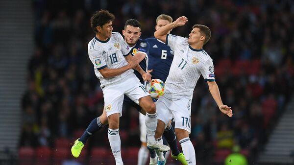 Игровой момент матча Шотландия - Россия