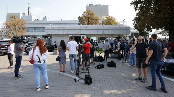 Журналисты в аэропорту Борисполя ожидают самолет с украинскими военнослужащими, нарушившими морскую границу России. 7 сентября 2019