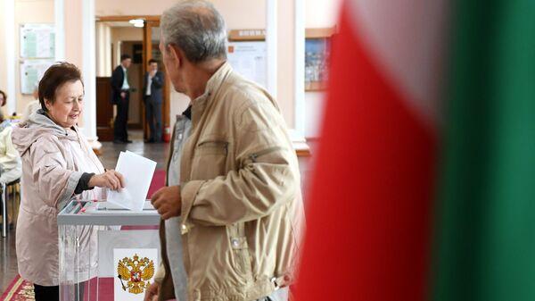 Избиратели на избирательном участке №42 в единый день голосования в Казани