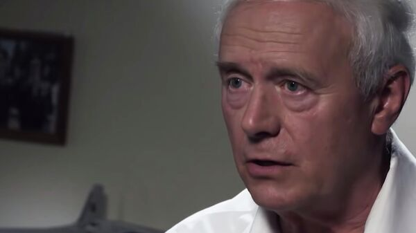 Стоп-кадр передачи с участием пилота борта №1 Владимира Федорушкина