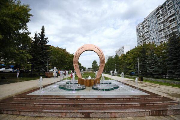 Сухой фонтан на Осеннем бульваре в Москве
