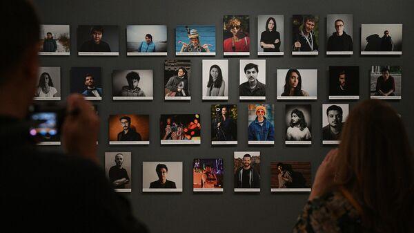 На открытии выставки победителей V Международного конкурса фотожурналистики имени Андрея Стенина в выставочном комплексе Государственного исторического музея