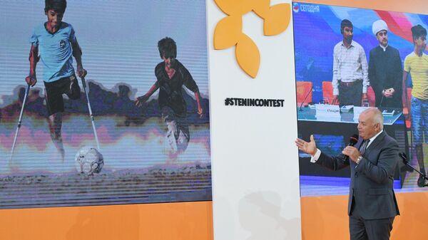 Генеральный директор МИА Россия сегодня Дмитрий Киселев на открытии выставки победителей V Международного конкурса фотожурналистики имени Андрея Стенина