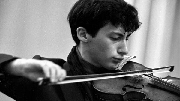 Скрипач, аспирант Московской консерватории, участник IV Международного конкурса имени П.И. Чайковского Владимир Спиваков