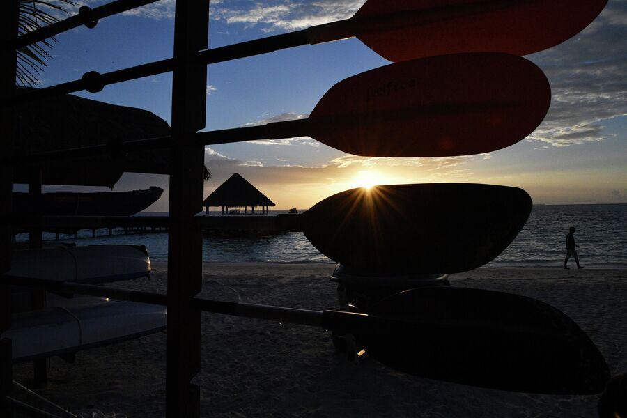 Пляж на одном из Мальдивских островов.