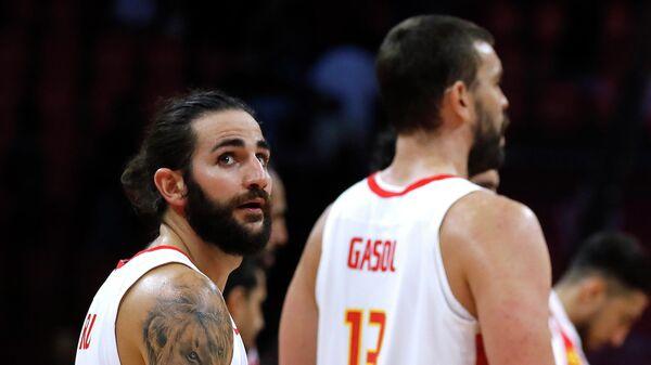 Баскетболисты сборной Испании Рики Рубио (слева) и Марк Газоль