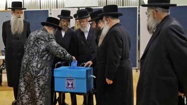 Раввины на избирательном участке во время парламентских выборов в Израиле. 17 сентября 2019