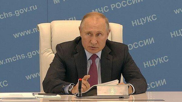 Путин потребовал не оставлять пострадавших от паводков наедине с проблемами