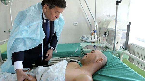 Президент Киргизии Сооронбай Жээнбеков навестил раненных в ходе конфликта на границе с Таджикистаном