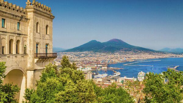 Вид на Везувий из монастыря Чертоза-ди-Сан-Мартино, Неаполь