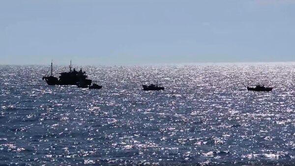 Российские пограничники при задержании обстреляли шхуну браконьеров из КНДР