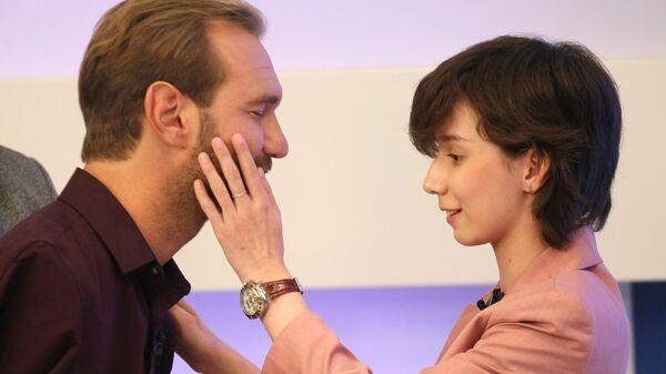 Ник Вуйчич во время интервью Регине Парпиевой в прямом эфире телекомпании ННТВ. 18 сентября 2019